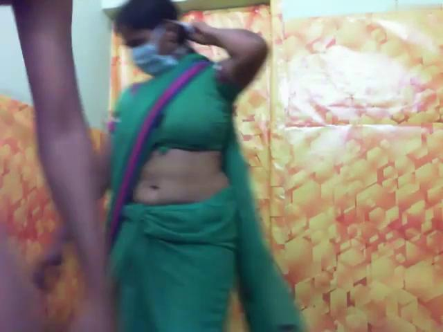 Indian aunty sucking two cocks in threesome sir lanka sex.com video
